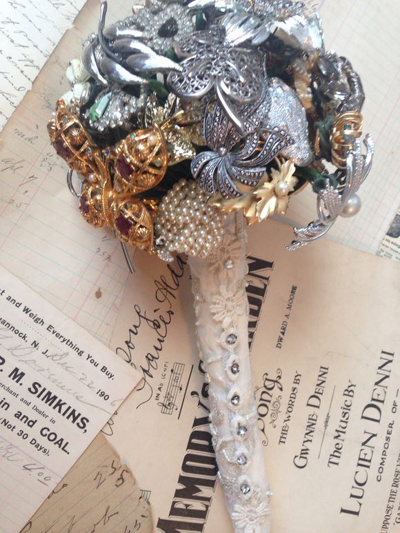 Antique pin bouquet
